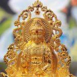 Tượng Phật Quan Âm để xe ô tô chụp gần