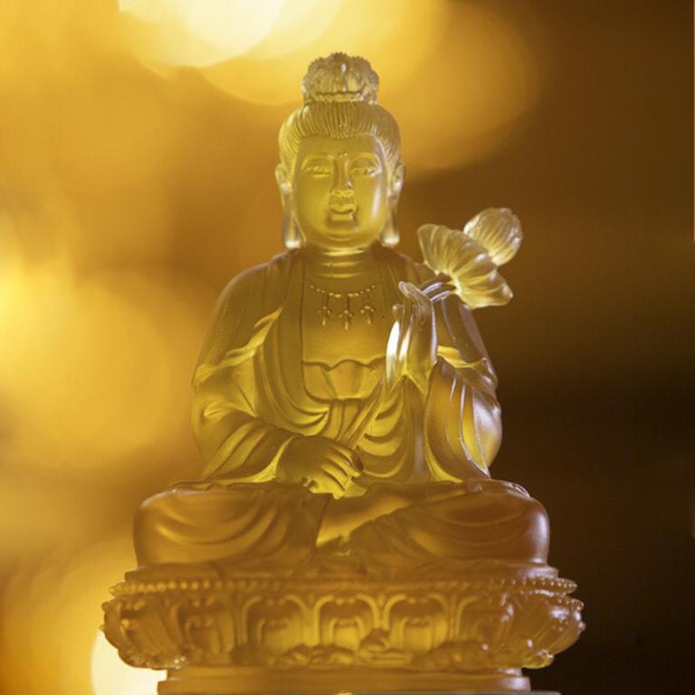 Tượng Phật Đại Thế Chí Bồ tát để xe ô tố