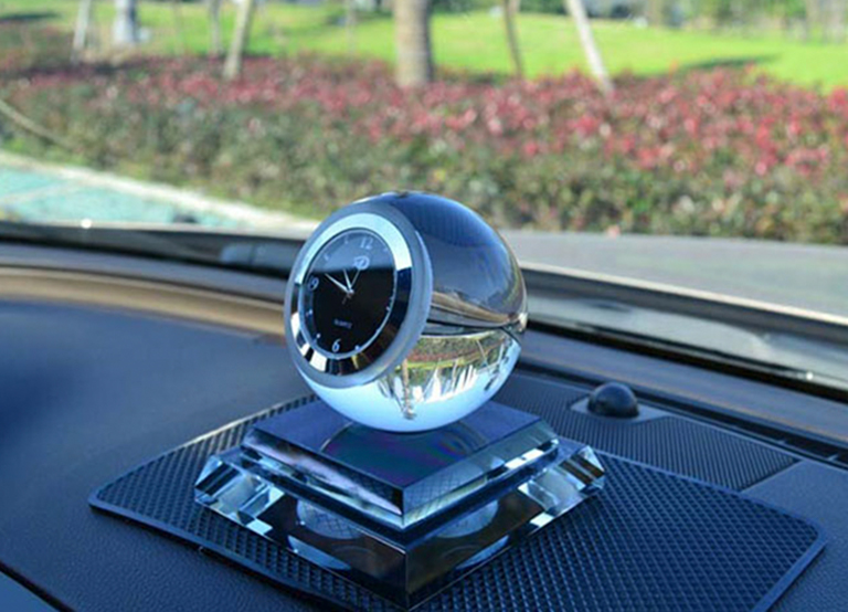 Nước hoa để xe ô tô dạng đồng hồ