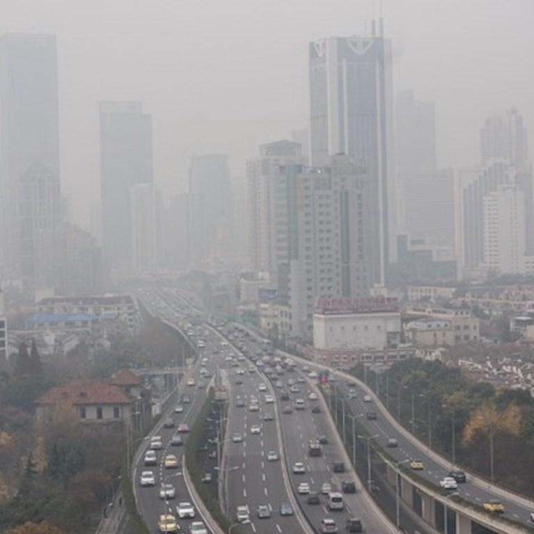 Tình trạng ô nhiễm môi trường tại các thành phố lớn