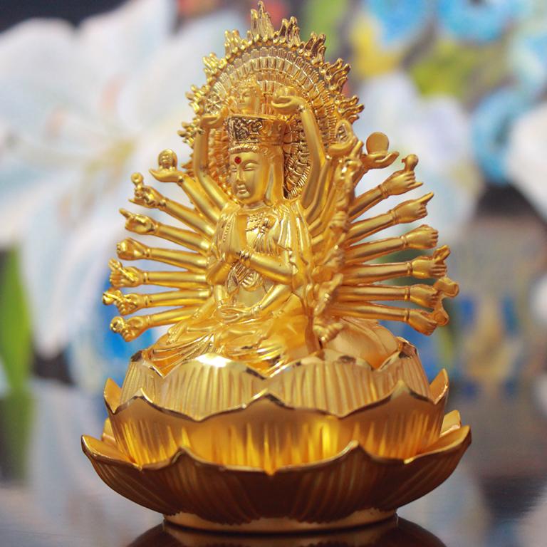 Tượng Phật Thiên Thủ Thiên Nhãn để xe ô tô
