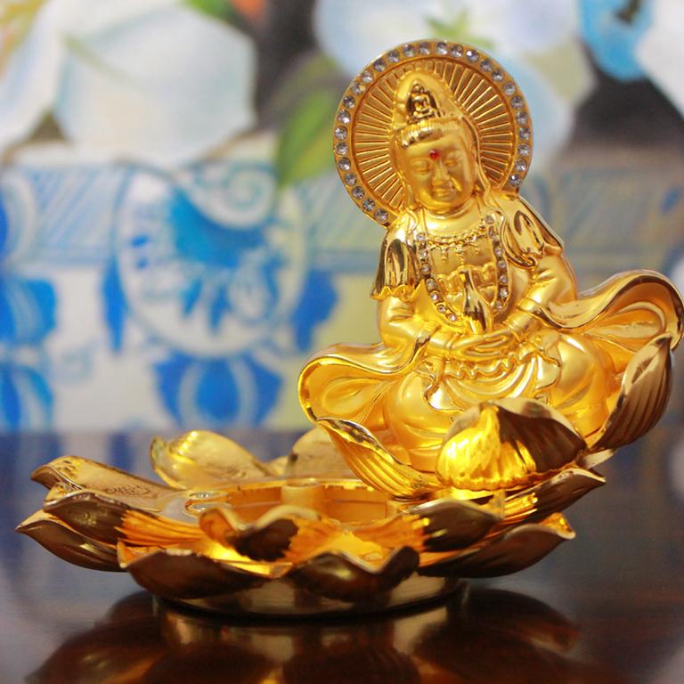 Tượng Phật Bà Quan Âm Bồ tát để xe ô tô tại Hà Nội