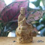 Tượng Đai Thế Chí Bồ tát để xe ô tô bằng gỗ Hoàng Dương