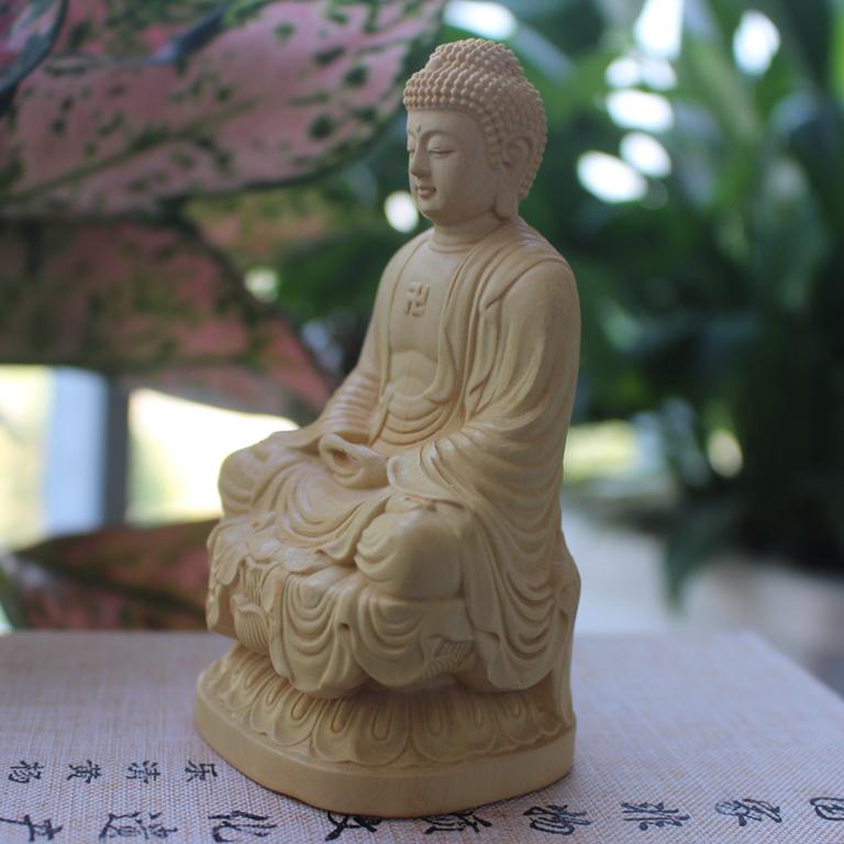 Tượng Phật A Di Đà để xe ô tô được làm từ gỗ Hoàng Dương