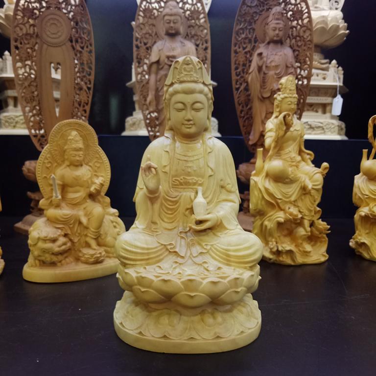 Tượng Phật Bà Quan Âm để xe ô tô bằng gỗ Hoàng Dương