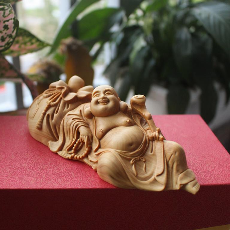 Tượng Phật Di Lặc bụng phệ để xe ô tô