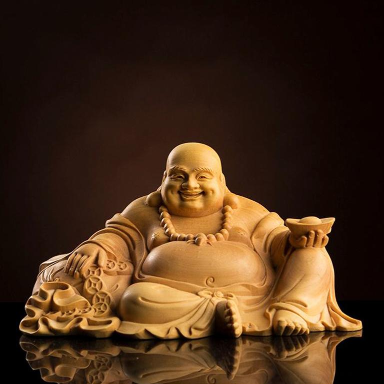 Tượng Phật Di Lặc cầm thỏi vàng để xe ô tô cực đẹp
