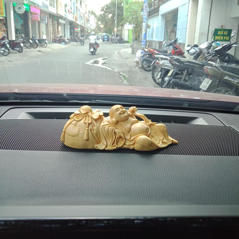 Tượng Phật Di Lặc để xe ô tô chuẩn phong thuỷ