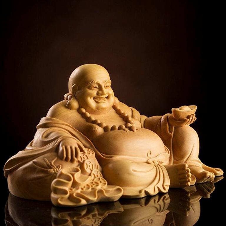 Tượng Phật Di Lặc để xe ô tô đem lại may mắn trên mọi dặm đường