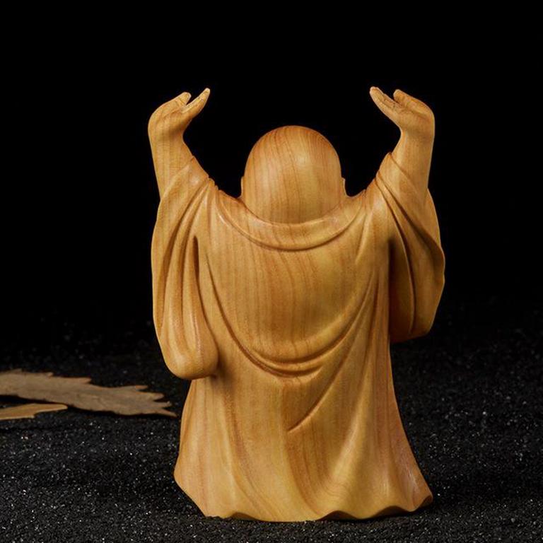 Tượng Phật Di Lặc đội trời để xe ô tô đem lại nhiều may mắn