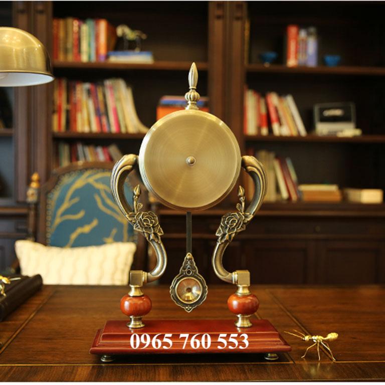 Mặt sau của mẫu đồng hồ quả lắc để bàn làm việc - Mã DHDB 001
