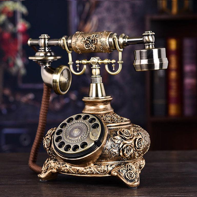 Mẫu điện thoại để bàn làm việc giả cổ phù hợp với nữ