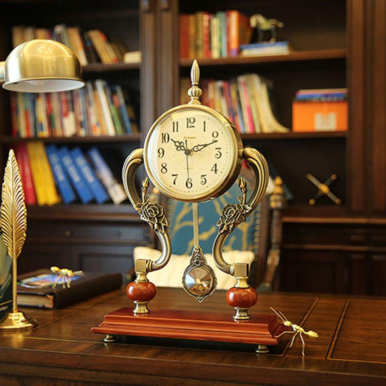 Đồng hồ để bàn làm việc chuẩn phong thuỷ