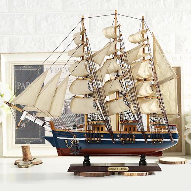 Mô hình thuyền buồm để bàn làm việc của sếp
