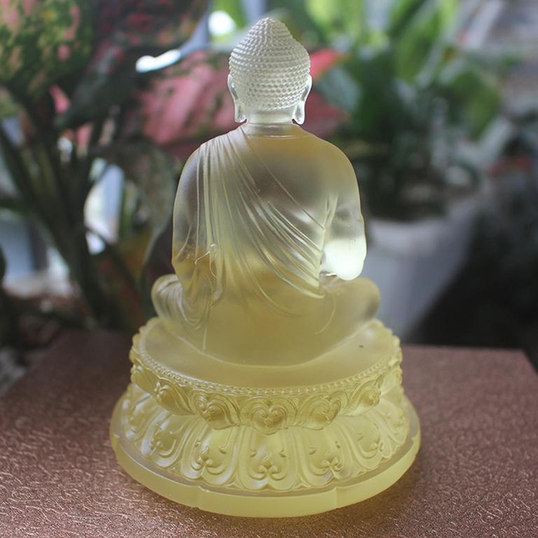Mặt sau tượng Phật Thích Ca Mâu Ni bằng lưu ly để xe ô tô