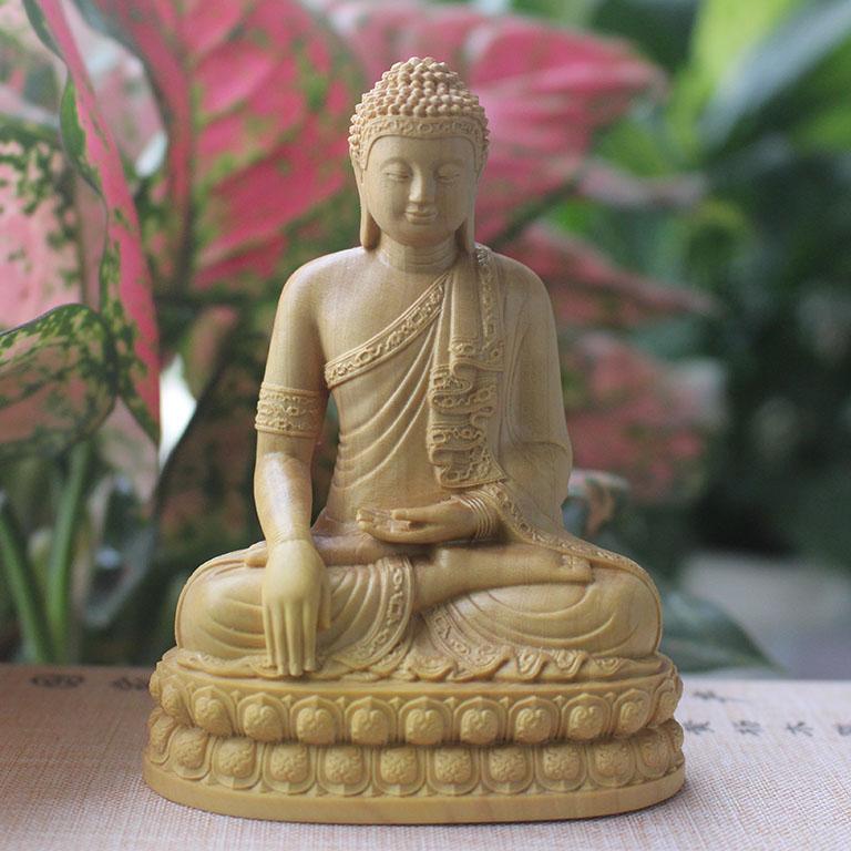 Tượng Phật Thích Ca Mâu Ni để xe ô tô bằng gỗ Hoàng Dương