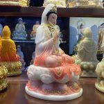 Tượng Phật Quan Âm Bồ tát cao 30cm màu hồng được nhiều khách tại Hà Nội lựa chọn