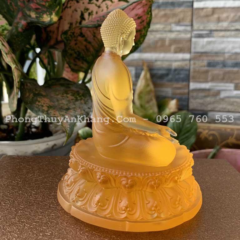 Tượng Phật A Di Đà màu vàng để ô tô hợp mệnh kim