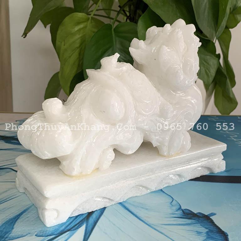 Tỳ hưu đá trắng được chế tác bằng tay