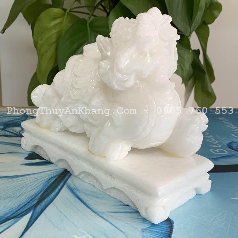 Tỳ hưu đá trắng để bàn thờ thần tài