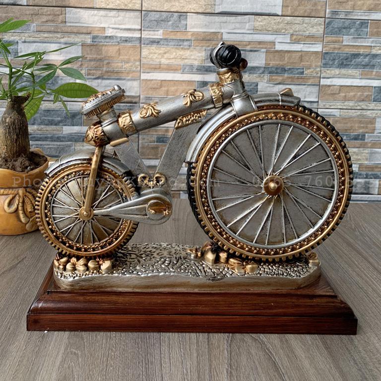 mặt sau của đồng hồ để bàn làm việc mô hình xe đạp