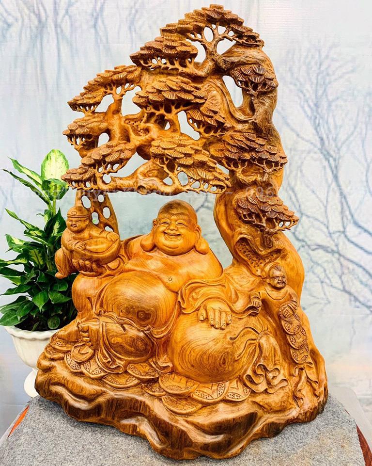 Phật di lặc ngồi gốc cây tùng gỗ ngọc am