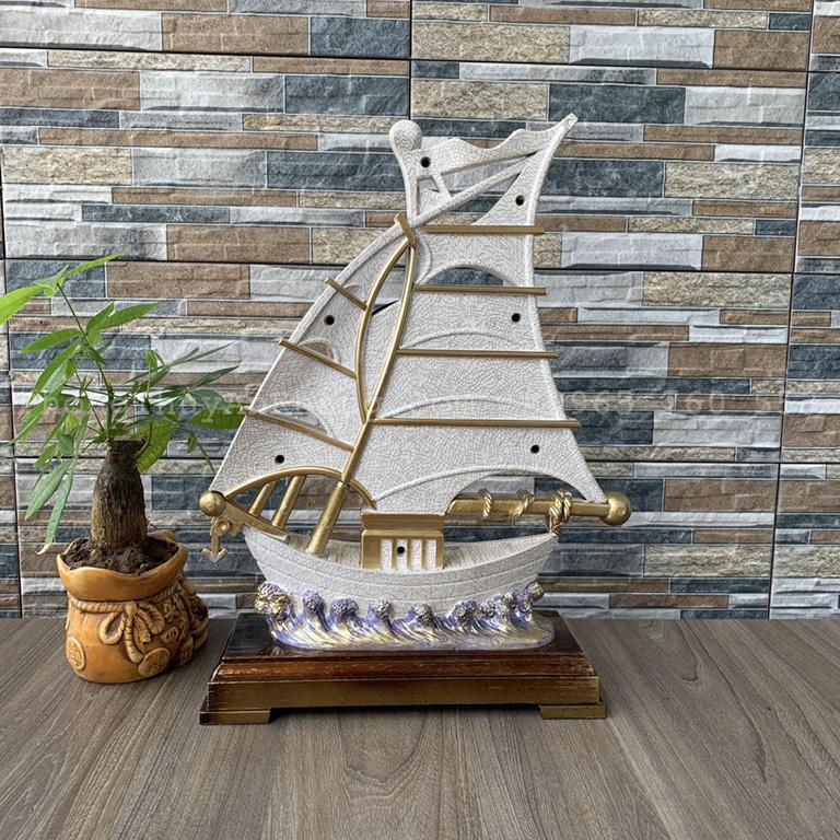 Đồng hồ thuyền buồm màu trắng hợp mệnh kim
