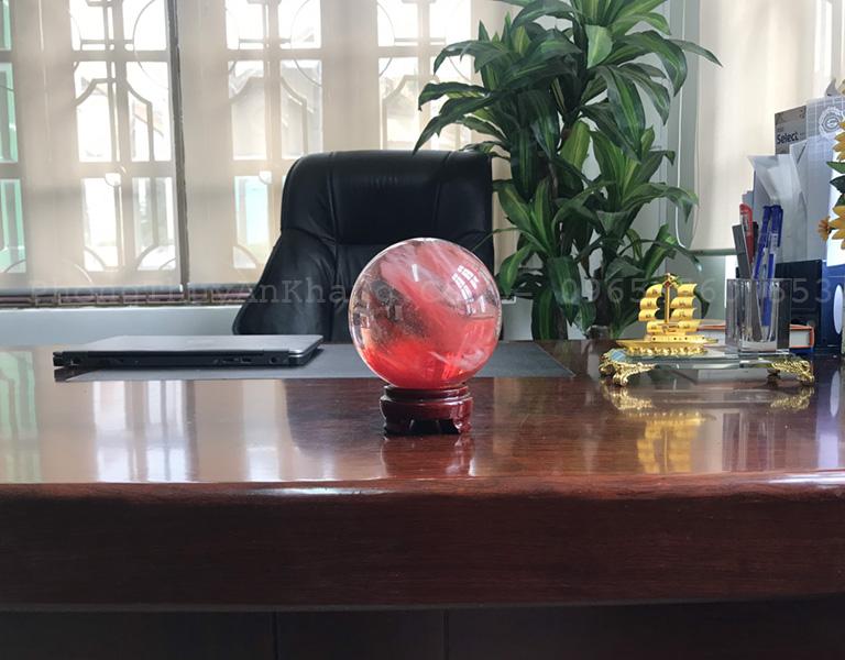 Quả cầu pha lê đỏ tự nhiên để bàn làm việc
