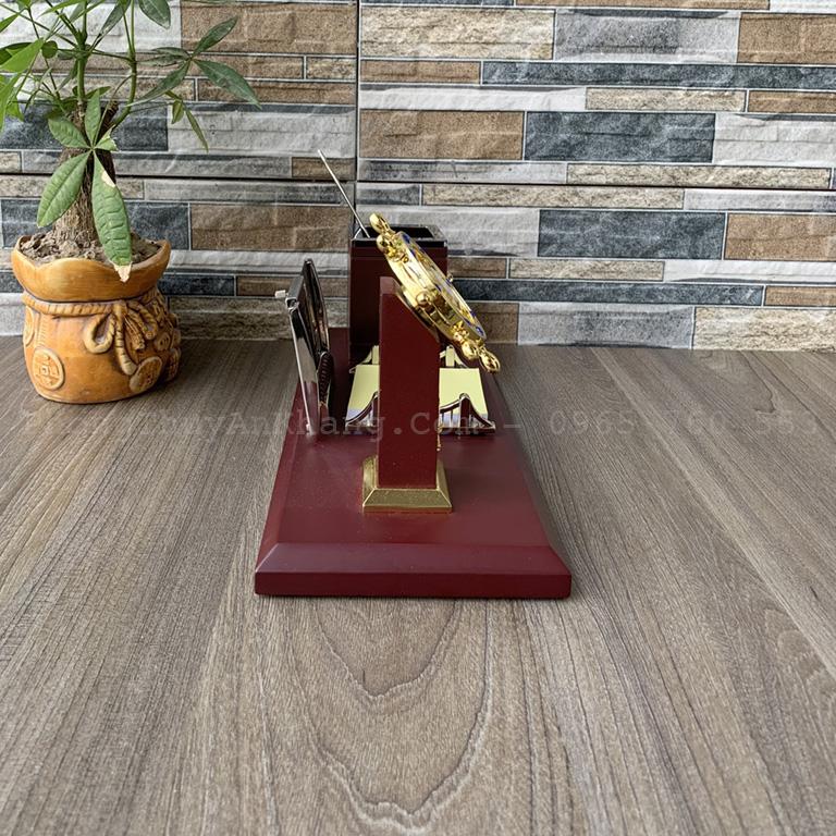 Hộp bút kết hợp với đồng hồ để bàn làm việc
