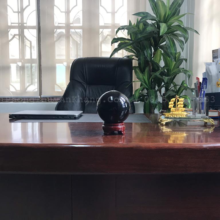 Quả cầu phong thuỷ màu đen để bàn làm việc