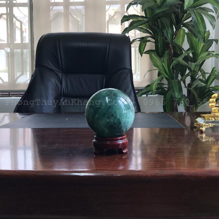Quả cầu fluorite xanh lục để bàn giám đốc