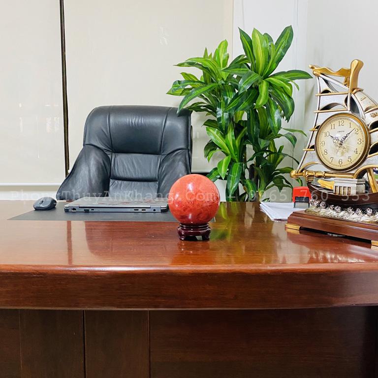Quả cầu Obsidian (Pha Lê) đỏ để bàn giám đốc