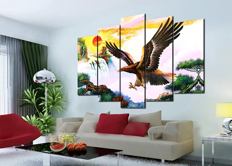 Treo tranh đại bàng tung cách ở phòng khách đúng cách