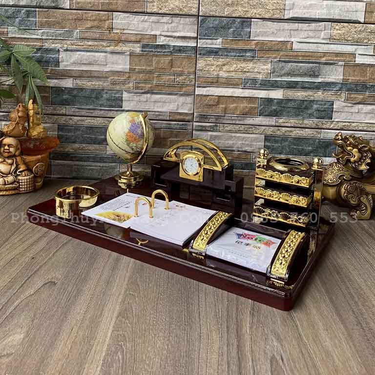 Hộp Bút để bàn làm việc có quả địa cầu và đồng hồ,lịch tây, khay đựng card visit
