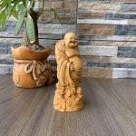 Tượng Phật Di Lặc gỗ để xe hơi