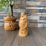 Tượng Phật Di Lặc gỗ để xe ô tô