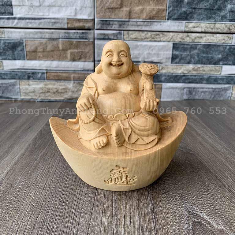 Tượng Phật Di Lạc Ngồi Trên Thỏi Vàng