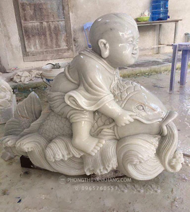 tượng cá chép bằng đá cẩm thạch